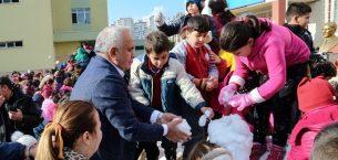 Erdemli Belediyesi'nden öğrencilere karne hediyesi Kar Festivali