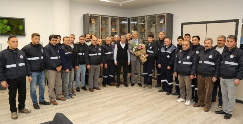 Temizlik çalışanlarından Tarhan'a sözleşme teşekkürü