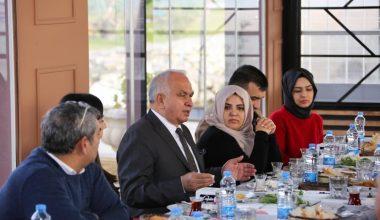Başkan Tollu, şehir dışında okuyan gençlerle bir araya geldi