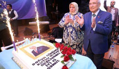 Personelden Başkan Kocamaz'a sürpriz doğum günü kutlaması