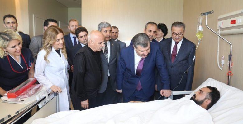 Bakan Koca, Şehir Hastanesi'nde hastaları ziyaret etti