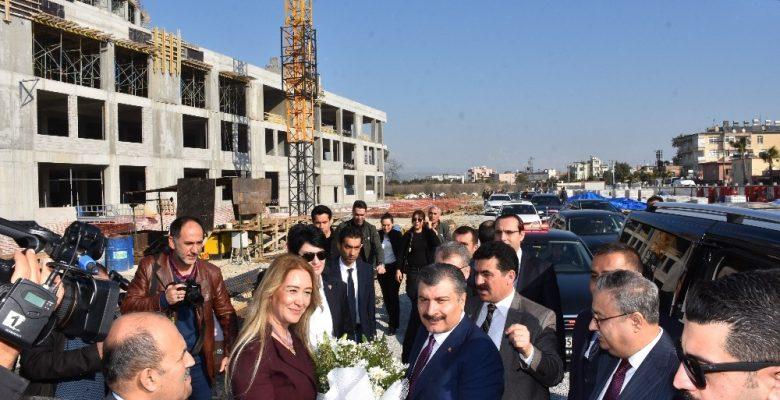 Bakan Koca, Tarsus Devlet Hastanesi inşaatını gezdi