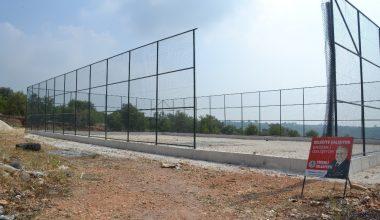 Erdemli'ye bir futbol sahası daha