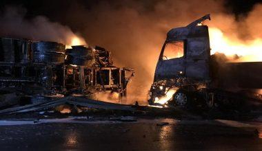 Kamyon tıra arkadan çarptı, iki araç da yandı: 2 ağır yaralı