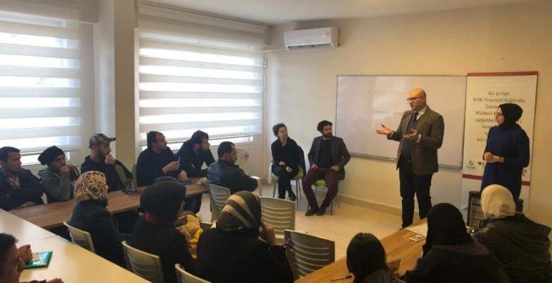 Mersin Barosu, Suriyeli mültecileri hakları konusunda bilgilendiriyor