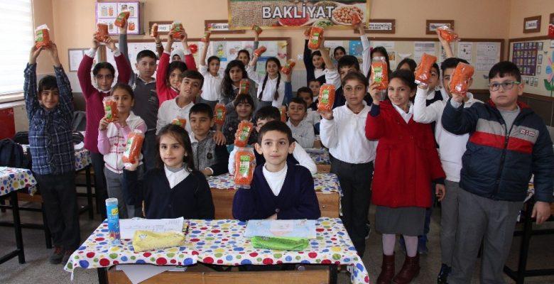 Mersin'de okullarda 6 bin paket bakliyat dağıtıldı