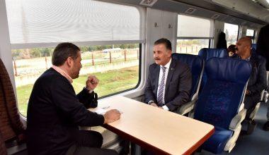 Tuna, treni binip yolculara projelerini anlattı