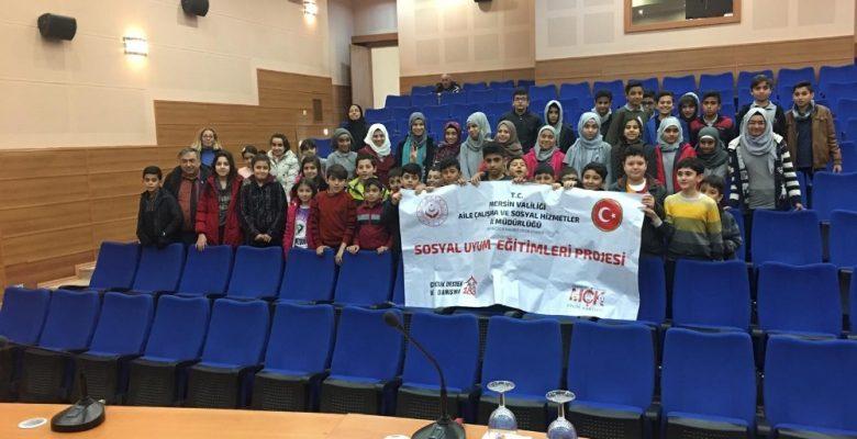 Türk ve Suriyeli çocuklar, Mersin Üniversitesi'nde sinema keyfi yaşadı