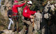 Yamaçta mahsur kalan keçi AKUT ekiplerince kurtarıldı