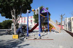 Erdemli Belediyesi'nden okullara oyun parkı desteği
