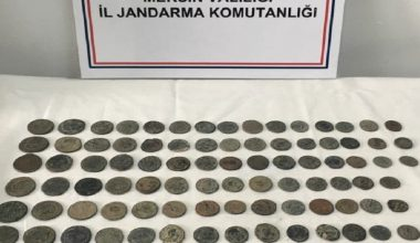 Mersin'de Roma dönemine ait 115 tarihi sikke ile 2 bıçak ele geçirildi