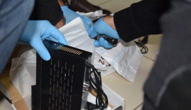 Uydu alıcılarından çıkan uyuşturucu polisi bile şaşkına çevirdi