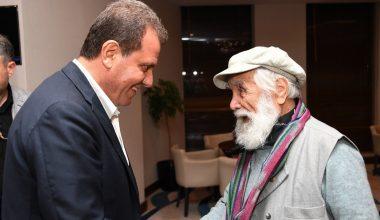 Başkan Seçer, hattat, ressam ve gazeteci Ethem Çalışkan ile bir araya geldi