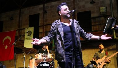 Bora Duran, Toros Üniversitesi öğrencileriyle konserde buluştu
