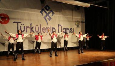 Erdemli'de Türkülerin Dansı Topluğu gösterisine yoğun ilgi