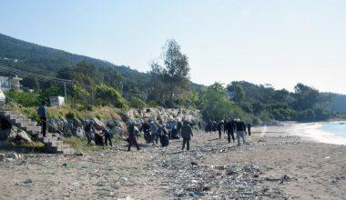 Mahkumlardan sahil temizliği