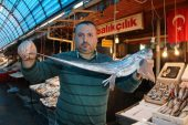 Mersinli balıkçılar okyanusta yaşayan 'şeytan balığı' yakaladı
