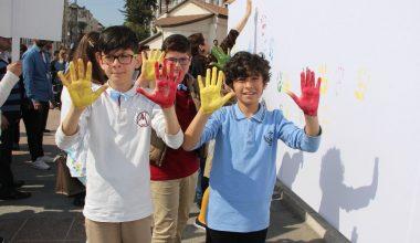 Otistik çocuklar, rengarenk el izlerini bıraktılar