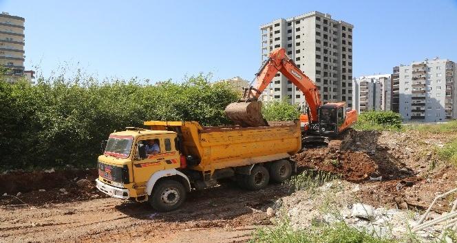 Erdemli'de yeni yol çalışmaları sürüyor