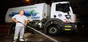 Kentin en işlek cadde ve sokakları tazyikli su ile temizleniyor