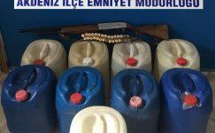 Akdeniz ilçesinde aranan şahıslar yakalandı, kaçak alkol ele geçirildi