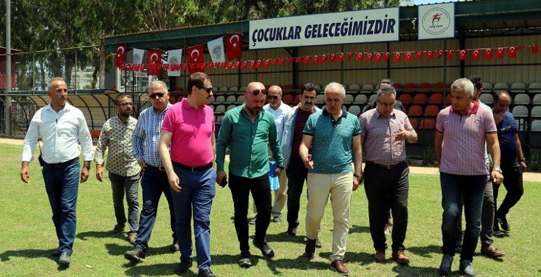 AKDENİZ'DE SPOR TESİSLERİ YENİLENİYOR