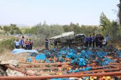 İşçileri taşıyan kamyonet devrildi: 4 ölü