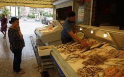 Mezitli Balık Pazarı Yaz Aylarında da İlgi Görüyor