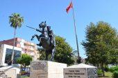 Atatürk heykelleri bakımdan geçti