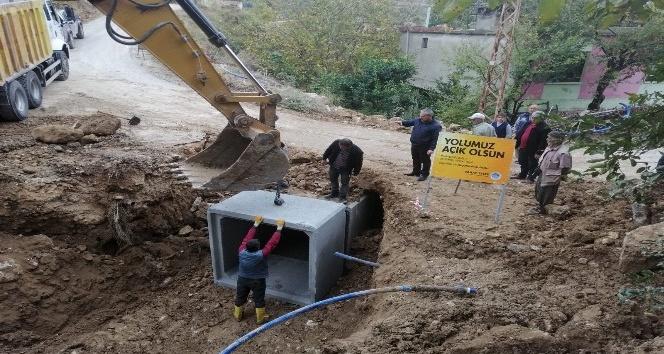 Yağışlardan zarar gören yollar onarıldı