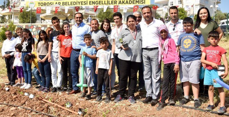"""BAŞKAN YILMAZ, """"ENGELLERİ BİRLİKTE AŞACAĞIZ"""""""