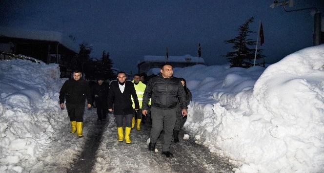 Başkan Yılmaz, yaylalarda kar mesaisi yaptı