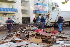 Bir evden 10 ton çöp çıkarıldı