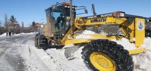 Erdemli belediyesi tarafından  karla mücadele çalışmaları devam  ediyor