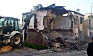 Metruk binalar yıkıldı, okul önlerine kasisler yapıldı