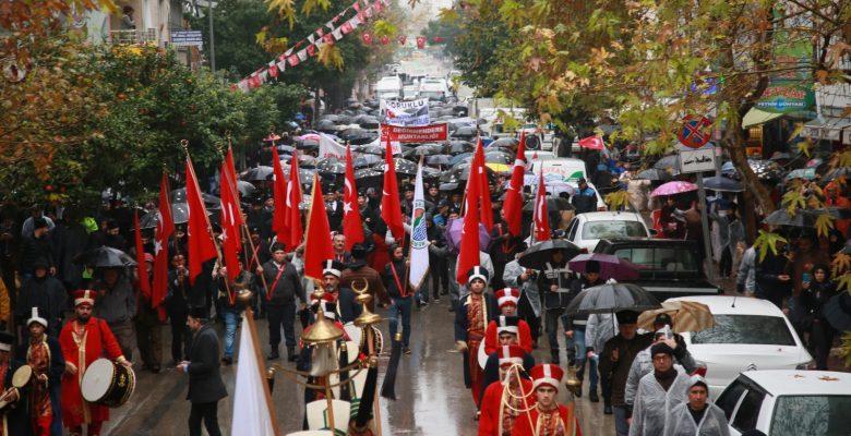 Yağmura rağmen Mersinliler Türkiye'ye örnek oldu