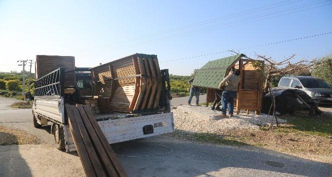 Erdemli Belediyesi otobüs duraklarını kendi atölyesinde üretiyor