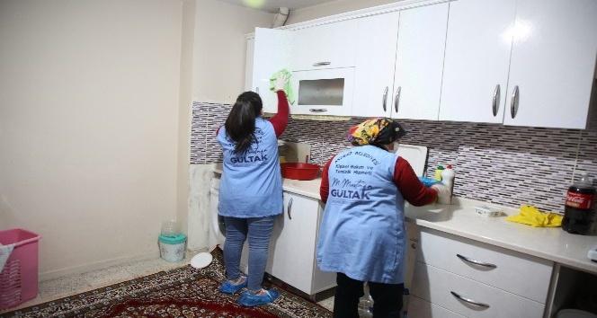 Akdeniz Belediyesi, evde bakım ve temizlik hizmetiyle yüzlerce kişiye ulaştı
