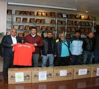 Erdemli Belediyesinden amatör spor kulüplerine destek