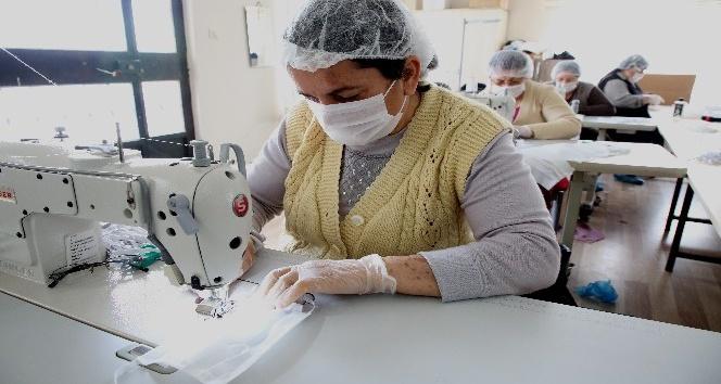 Akdeniz Belediyesi tıbbi maske üretimine başladı