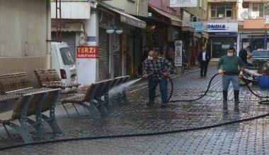 Erdemli'de cadde ve sokaklar aralıksız temizleniyor