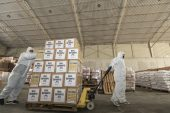 Roman vatandaşlara gıda paketi desteği