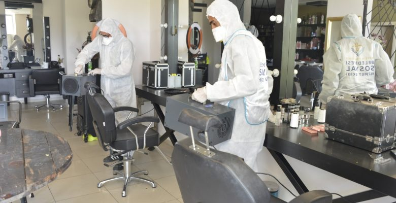 Yenişehir şimdi de berber ve kuaförleri dezenfekte ediyor