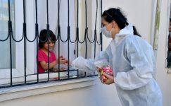 Yenişehir Belediyesinden çocuklara bayram şekeri