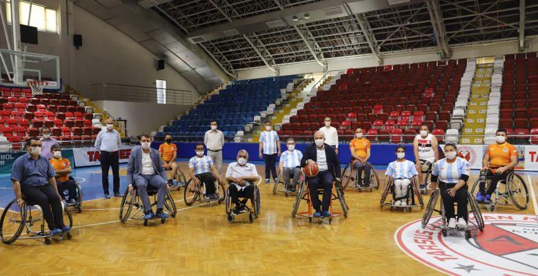 Gültak, Engelli Sporcularla Basketbol Oynadı