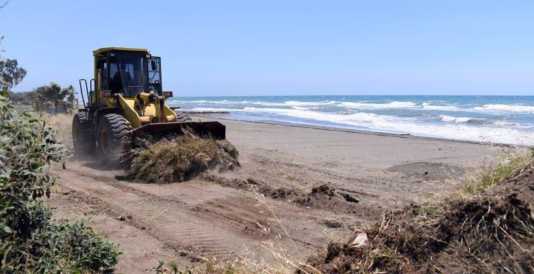 Mersin sahilleri temizleniyor