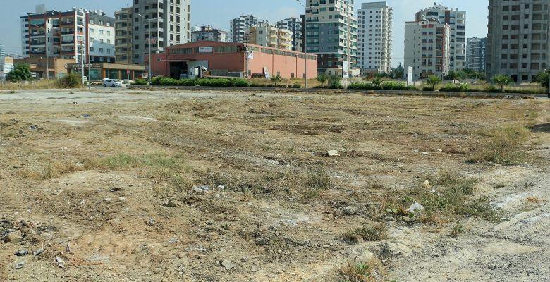 Boş araziler temizleniyor