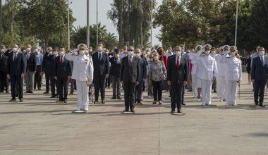 Atatürk Anıtı'na çelenk bırakıldı