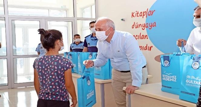 Akdeniz Belediyesinden öğrencilere kırtasiye desteği