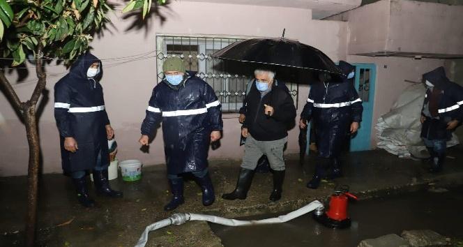 Akdeniz Belediyesi, su baskınlarından etkilenenlere destek verdi